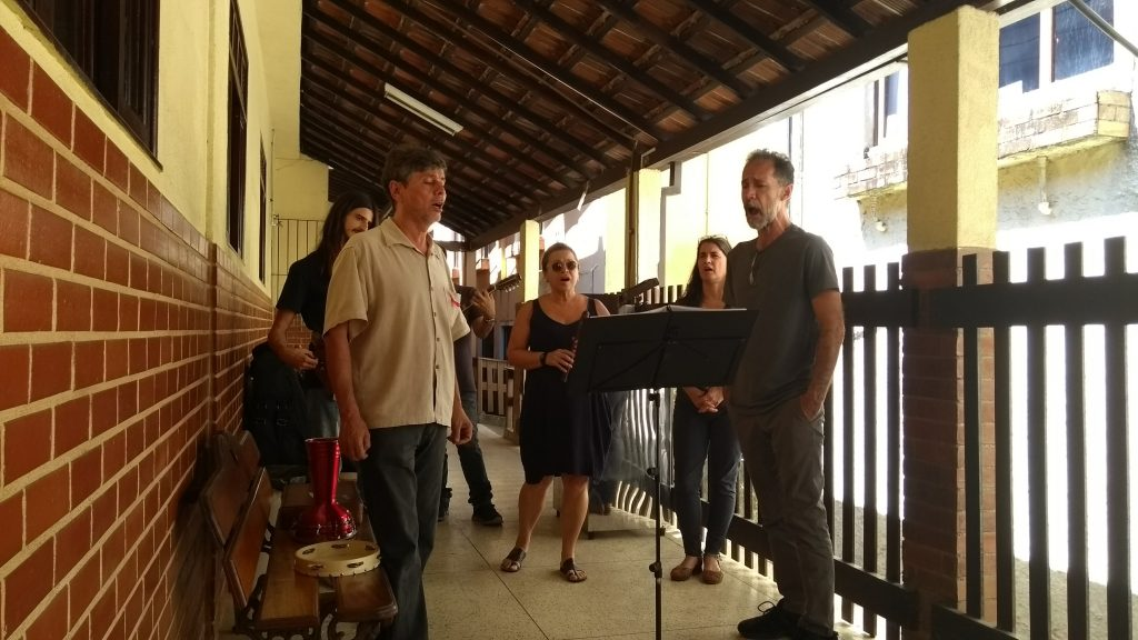 Os músicos visitaram diferentes setores da Pestalozzi de Niterói